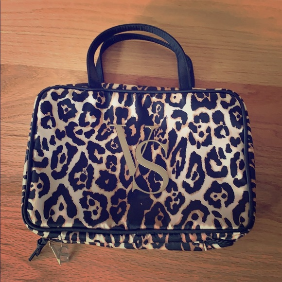 41475ff71207b NWOT leopard cosmetic bag